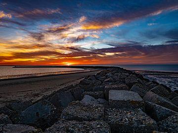 Brouwersdam sunset van Chris Es, van