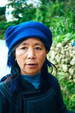 Chinese vrouw in traditionele kleding von André van Bel