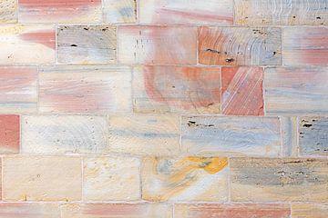 kleurige muur in Wissembourg van Hanneke Luit