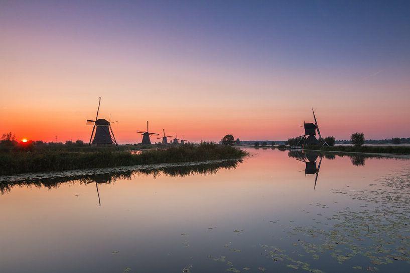 Sunrise in Kinderdijk van Ilya Korzelius