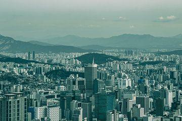 Gebirgige Skyline von Seoul von Mickéle Godderis