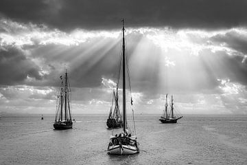 Zeilschepen op de Westerschelde in zwart-wit van Evert Jan Looise