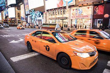 Yellow Cap New York | Taxi New York | Art print van Mascha Boot