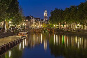 Oudegracht, Zandbrug en Domtoren in Utrecht in de avond - 4 van
