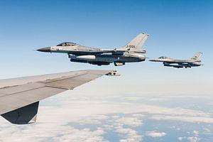 Twee Nederlandse F-16 gevechtsvliegtuigen