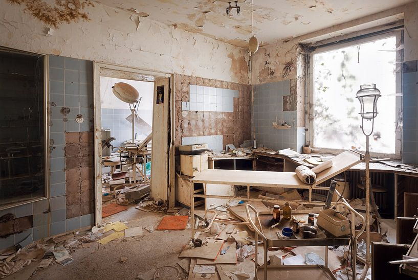 Verlassene Arztpraxis. von Roman Robroek