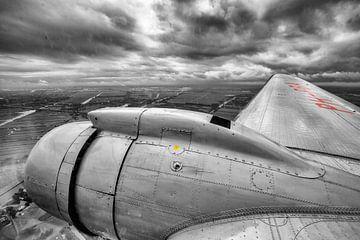 Klassisches DC-3-Flugzeug über Nordholland von Jeffrey Schaefer