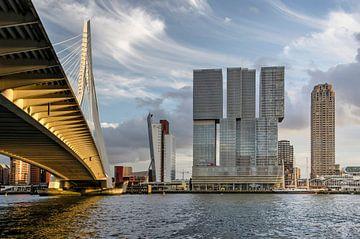 Rotterdam, Erasmusbrücke, Fluss Nieuwe Maas und Wilhelmina Pier von Frans Blok