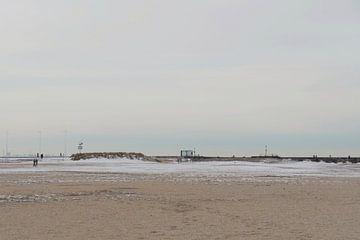 Strand Scheveningen koude winterse dag! van Consala van  der Griend