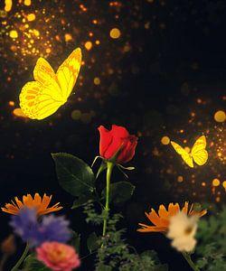 Goldene Schmetterlinge besuchen eine rote Rose