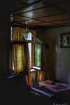 Verlaten spookachtig raam ergens in Europa! von Melvin Meijer