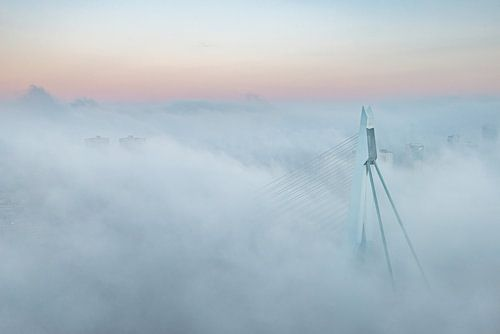 Erasmusbrug in de mist sur