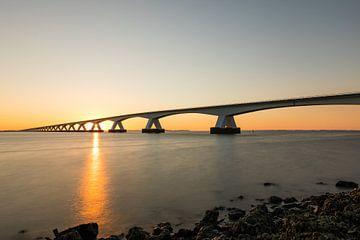 Zeelandbrug zonsopkomst van Leo Kramp