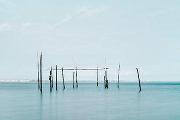 Minimalistisches Foto vom Meer mit Aalnetzen