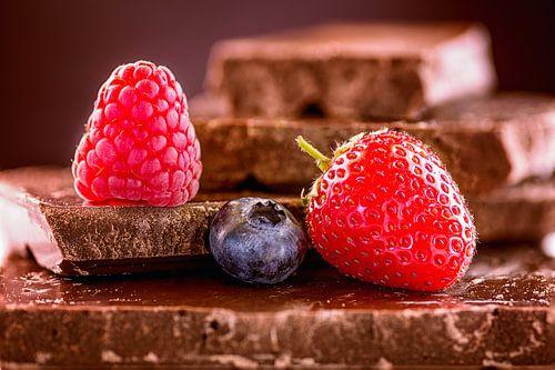 Beeren auf Schokolade
