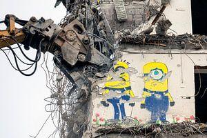 Sloop graffiti Minions Rabobank toren in Groningen