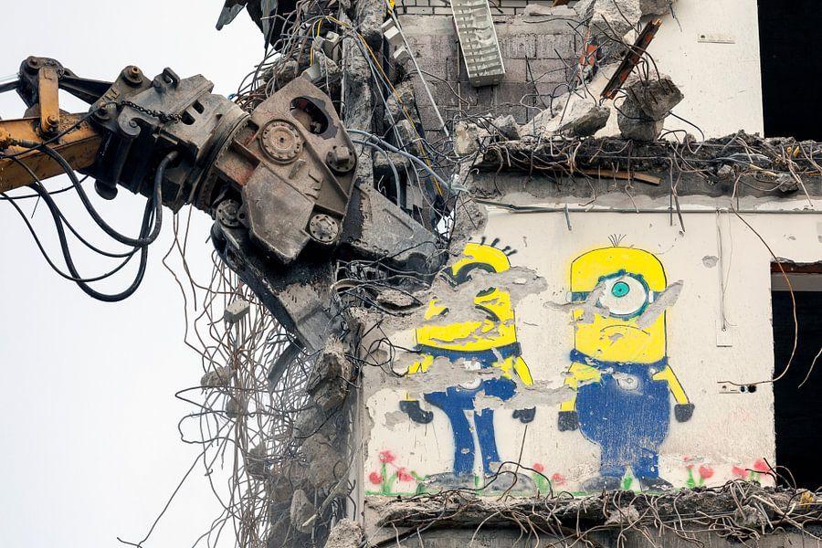 Sloop graffiti Minions Rabobank toren in Groningen  van Evert Jan Luchies