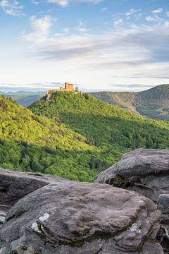 Vue sur le château de Trifels dans la forêt du Palatinat