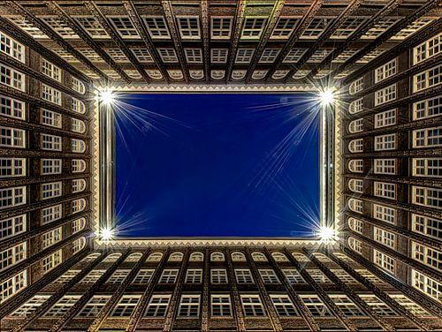 Hamburg - Chilehaus bei Nacht von Carina Buchspies