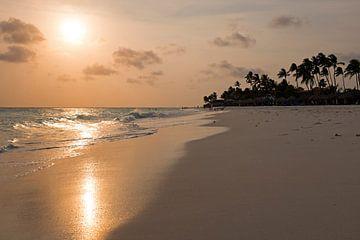 Manchebo-Strand auf der Insel Aruba bei Sonnenuntergang in der Karibik von Nisangha Masselink