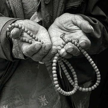 En pèlerinage avec  les mains ouvertes