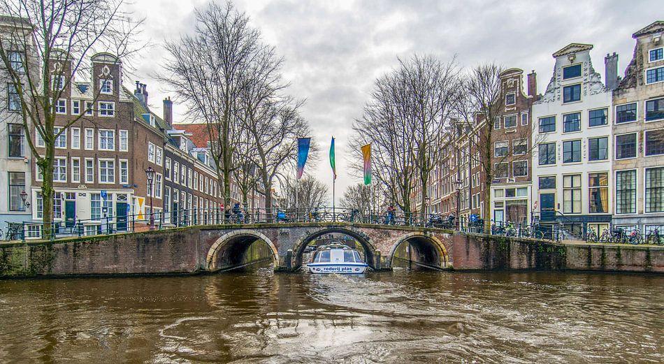 Grachten van Amsterdam: rondvaart boot Herengracht  Leidsegracht van Arjan Schalken