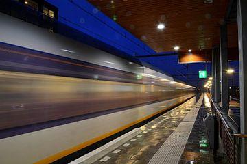 Trein vertrekt richting zuiden vanaf station Houten Castellum. van Margreet van Beusichem