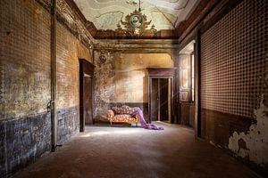 schönes verlassenes Sofa