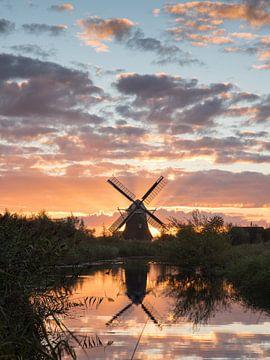 Sonnenaufgang hinter der Noordermolen von Daniel Van der Brug