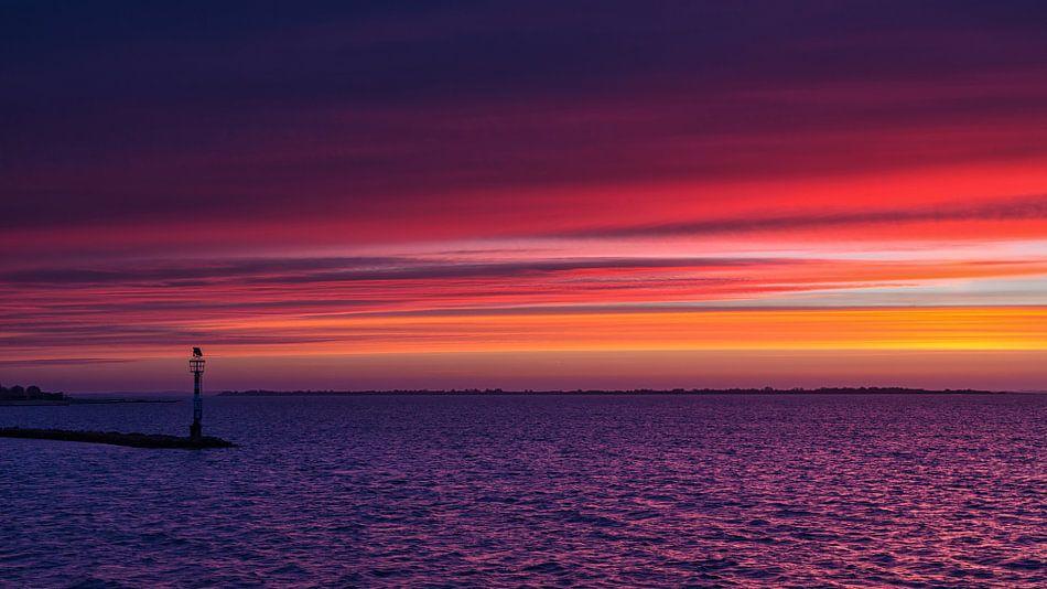 Even voor zonsopkomst, Grevelingen. van Bram van Broekhoven