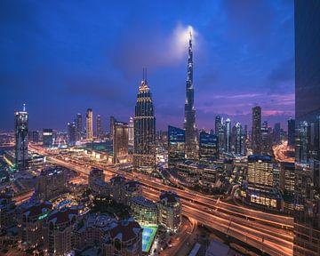 Dubai Skyline Downtown Central Park à l'heure bleue sur Jean Claude Castor