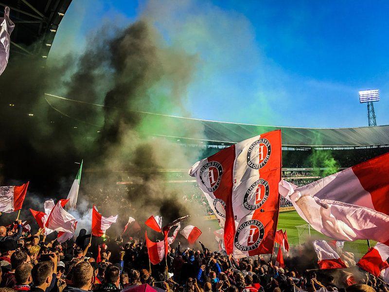 Feyenoord sfeer in de Kuip van Peter Lodder