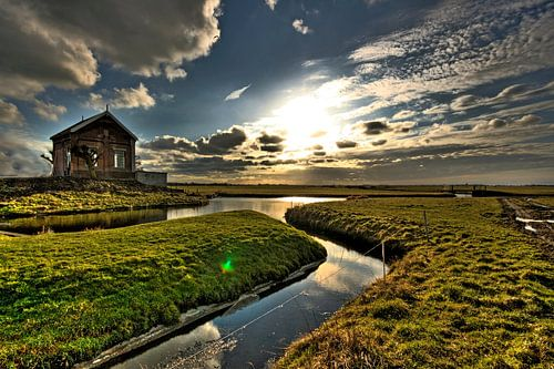 Zonsondergang in de polder van