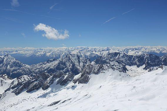 Uitzicht vanaf de Zugspitze  van LHJB Photography