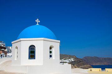 Kerk in Oia, Santorini van Barbara Brolsma