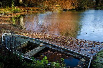 Bootje in de herfst van