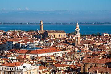 Historische Gebäude in der Altstadt von Venedig in Italien von Rico Ködder
