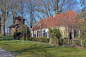 Stadspark Noorderplantage in Leeuwarden mit dem Molenaarshuis und dem Pier Pandertempel von Gert Bunt