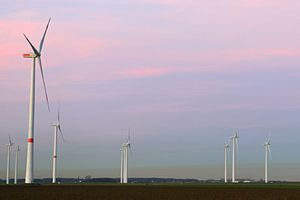 Windturbines, windmolenpark op een plateau in Noordrijn-Westfalen, Duitsland.