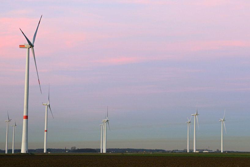 Windturbines, windmolenpark op een plateau in Noordrijn-Westfalen, Duitsland. van wunderbare Erde