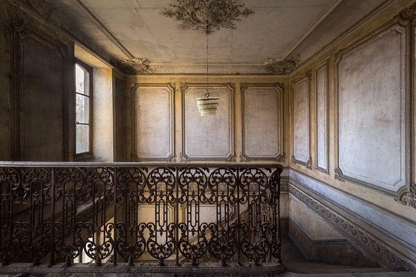 Verlaten Trap in Kasteel. van Roman Robroek