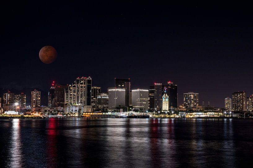 Honolulu dans l'obscurité avec la lune de sang sur Atelier Liesjes