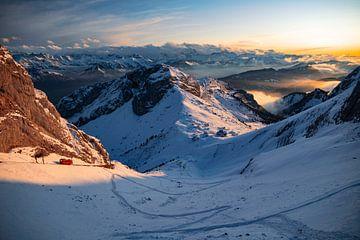 Zug kommt am Pilatus Kulm an - Obwalden / Nidwalden - Schweiz
