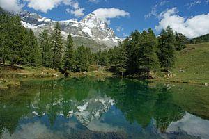 Lago Blu in het Aosta dal met de Matterhorn op de achtergrond.