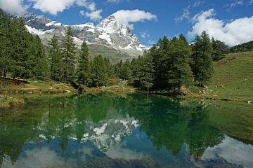 Lago Blu im Aosta-Tal mit dem Matterhorn im Hintergrund. von Gert van Santen
