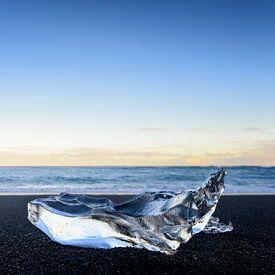 Eisbergblockform auf dem Jokulsarlong Lavastrand während des Sonnenaufgangs von Sjoerd van der Wal Fotografie
