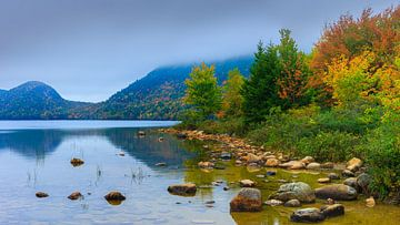 Jordan Pond in herfstkleuren, Maine