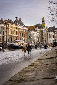 Winter op de grachten in Groningen, Nederland van Vincent Alkema