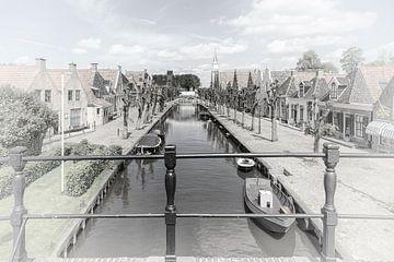 """Kanaal in het dorp """"Sloten"""" in """"Friesland"""" Nederland van Dick Jeukens"""
