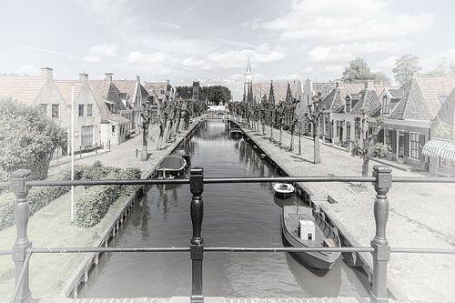 """Kanaal in het dorp """"Sloten"""" in """"Friesland"""" Nederland"""